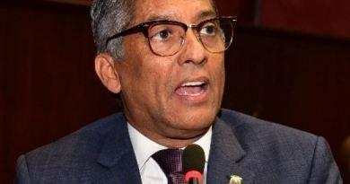 Diputado peledeistas denuncia reeleccionistas están gastando el dinero del pueblo