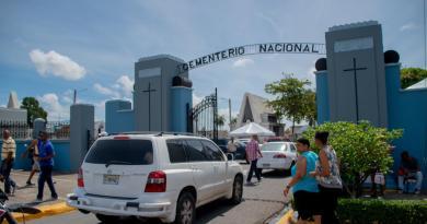 """Alcalde David Collado destaca """"orden y seguridad"""" en cementerios de capital"""