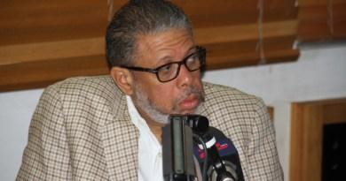 Modesto Guzmán afirma que Medina debe seguir en el poder