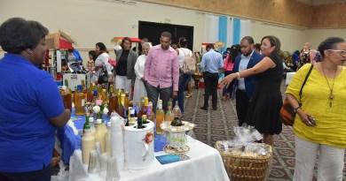 Ministerio de Educación celebra feria de escuelas laborales