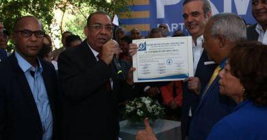 """Abinader inscribe precandidatura presidencial en PRM para """"iniciar el cambio en RD"""""""
