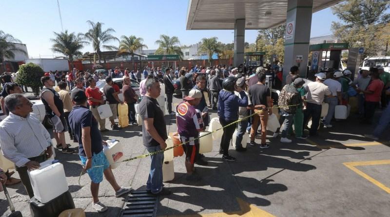 Venezuela se quedará sin gasolina en un mes, afirman trabajadores petroleros