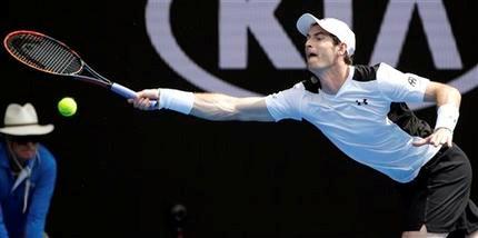 Andy Murray avanza en Australia, que se despide de Hewitt