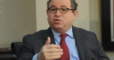 Guarocuya Félix pide presentar proyecto de reforma ante altos organismos del PLD