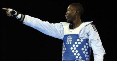Medallista olímpico denuncia delincuentes apedrean su vehículo en Ciudad Juan Bosch