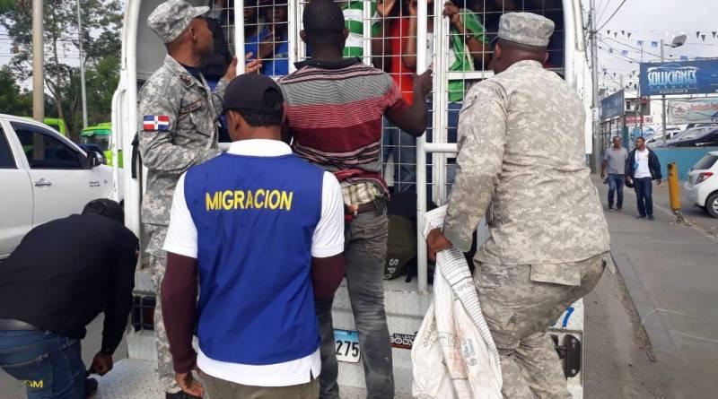 Migración dice detuvo más de mil extranjeros en operativos en ocho provincias