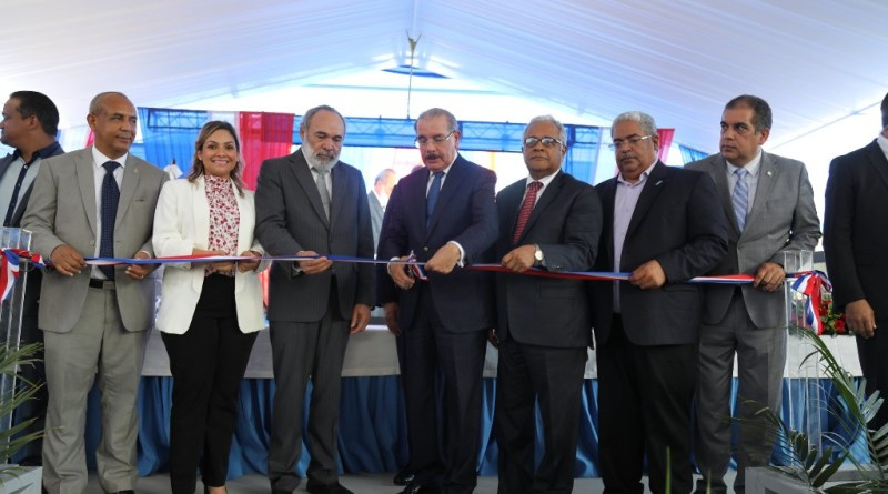 Presidente Danilo Medina entrega Health facility Municipal Pablo Morrobel