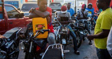 Los alumnos vuelven a clase en Haití con problemas por la falta de gasolina