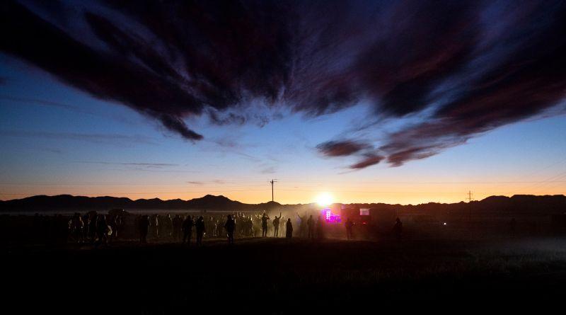 Apenas cientos de personas llegan al Área 51 en busca de extraterrestres