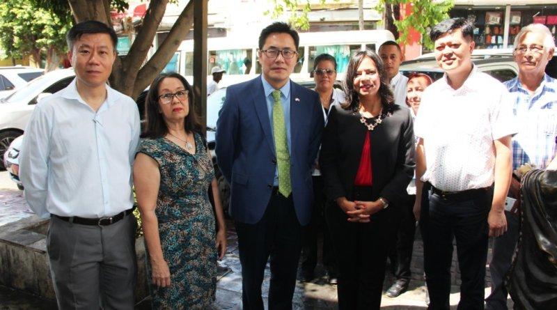 Embajada China apoya a Educated Consumidor para mejorar el Barrio Chino