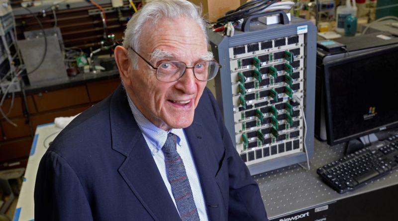John Goodenough, a los 97 años, el nobel más longevo y aún en activo