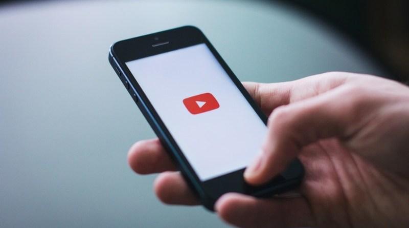 YouTube le ahorraría al planeta más de 500.000 toneladas métricas de CO2 al año si permitiera oír música con pantalla apagada