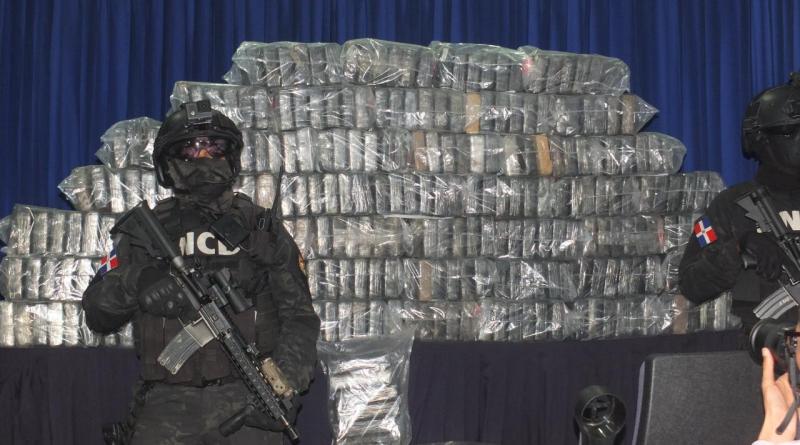 DNCD y el MP apresan hombre e incautan en Bonao 390 paquetes de cocaína