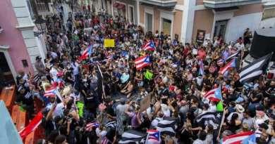Protestas en Puerto Rico por la renuncia del gobernador Roselló no cesan, manifestantes bloquean principales vías de San Juan