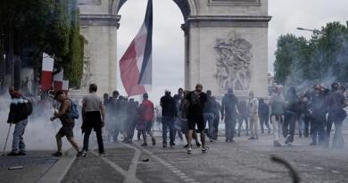 Apresan 152 personas en París durante la celebración de la fiesta nacional