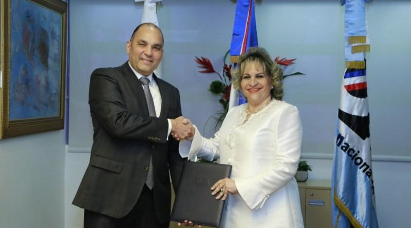 Aduanas y ONE firman convenio para fortalecer las estadísticas de comercio exterior