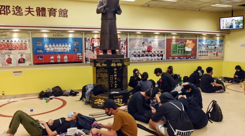 Suspendidas las clases en Hong Kong por las continuas protestas en los campus