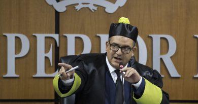 Presidente del TSE exhorta medios a separar la mentira de la objetividad informativa