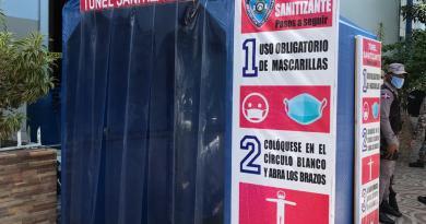 Policía Nacional instala cabina sanitizante para prevención COVID-19 en La Romana