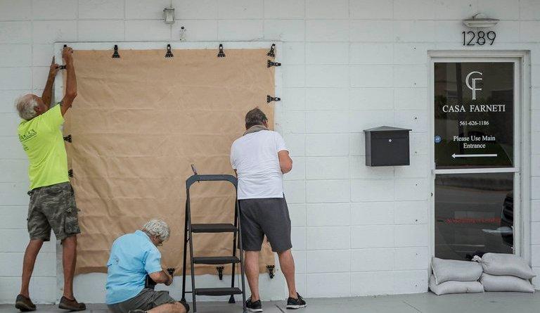 Florida se prepara para el impacto del huracán Isaías