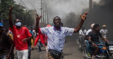Policías haitianos paralizan Puerto Príncipe en segunda protesta en tres días