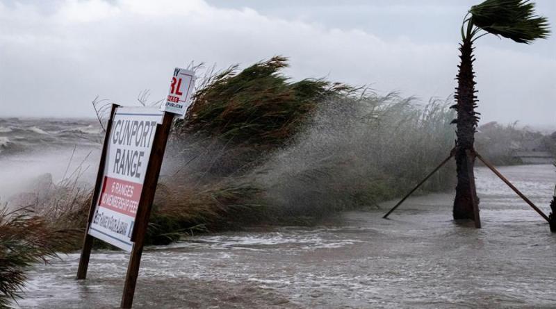 Alertan de posibles inundaciones «históricas» por el huracán Sally