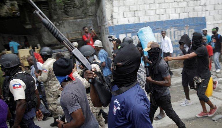 La temeraria protesta pirómana de policías armados que tiene en vilo a Haití