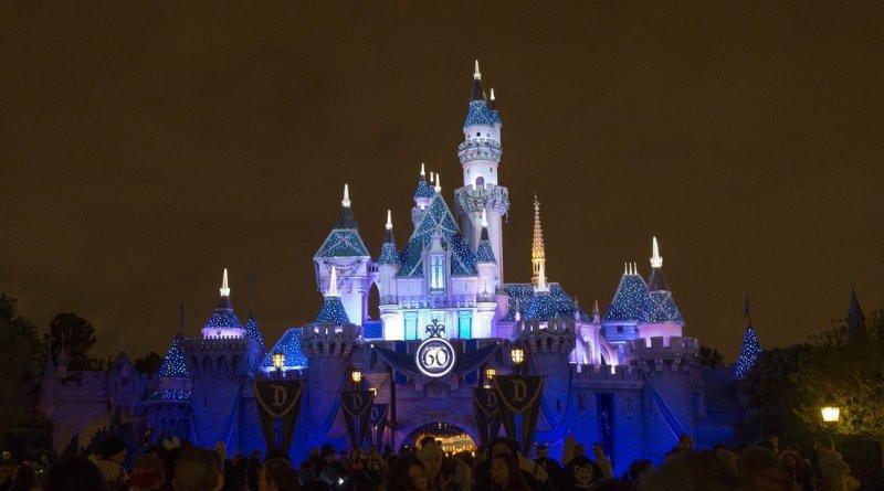 Disneyland reabre sus puertas como centro de vacunación masiva