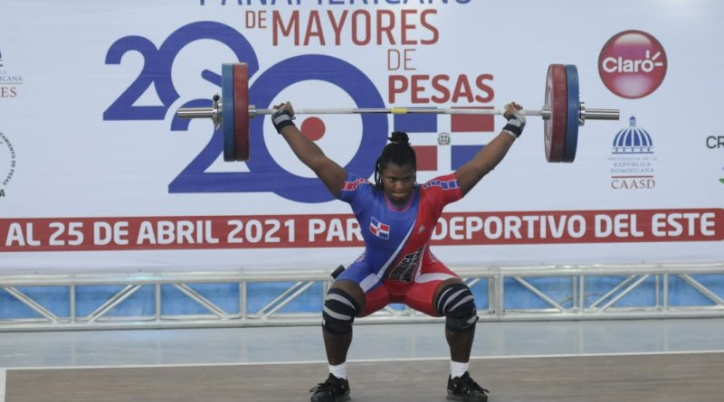 La dominicana Crismery Santana rompe su propio récord panamericano en arranque