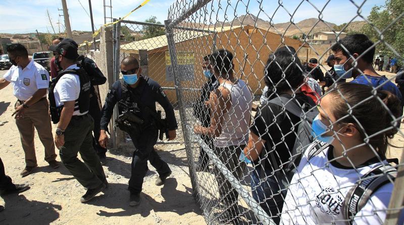 Rescatan en México a 140 migrantes secuestrados cerca de la frontera con EEUU