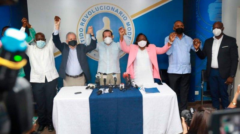 Diputada renuncia del PLD para pasar al PRM; Paliza anuncia más juramentaciones en próximos días