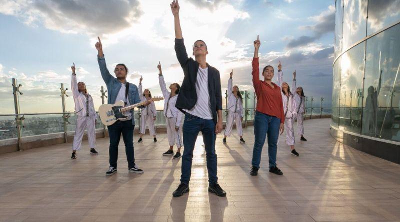 Joven Ysaac Martínez es premiado por canción cristiana