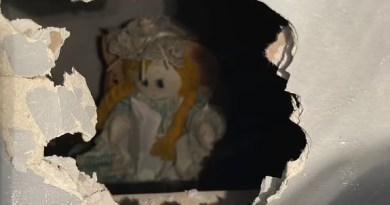 Se muda a su nueva casa y encuentra una muñeca escondida junto a una siniestra carta