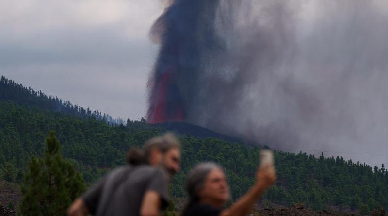 """Vulcanismo de """"hot spot"""": expertos chilenos analizan erupción en La Palma"""