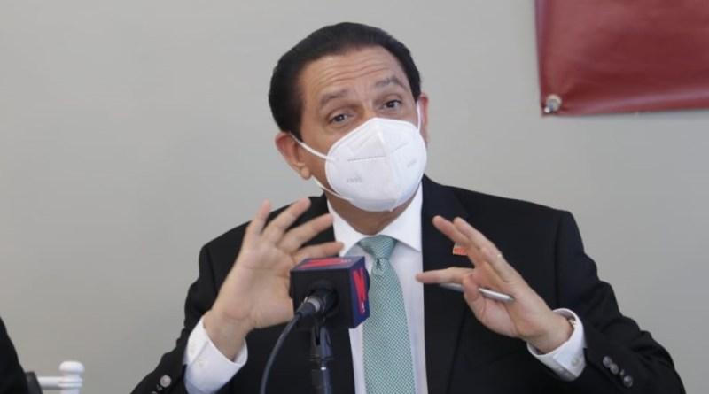 """Ministro recuerda que turistas """"tienen que presentar su tarjeta"""" de vacunación al entrar a RD"""