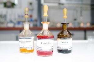 Chemische Fläschchen Labor Fülling