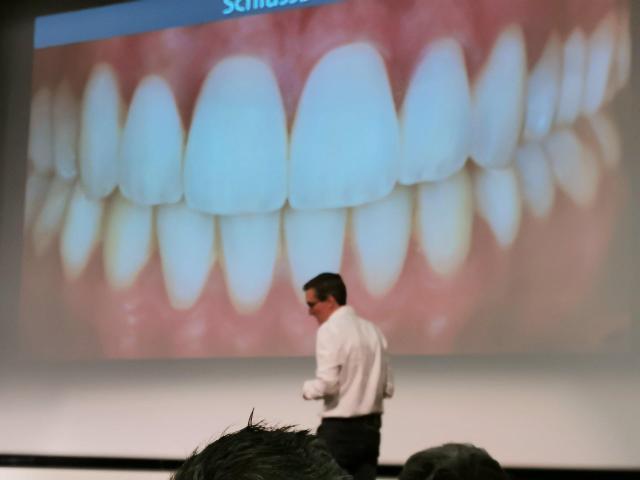 Dr. Sven Mühlemann präsentiert seinen Fall