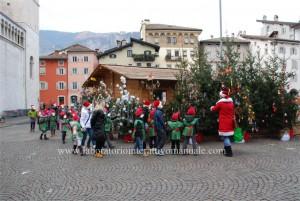 cooperative scolastiche Quadrifoglio e Aiuto Mondo Natale 2011