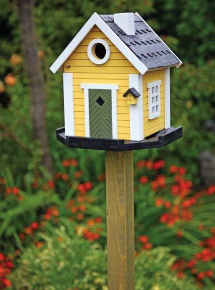 casa de pájaros amarilla