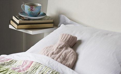 bolsa de agua caliente metida en la cama