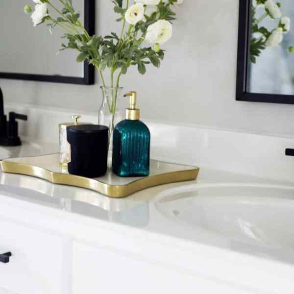 Here's How to Remove A Glued Bathroom Mirror