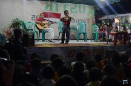 Aksi kolaborasi bapak dan anak di atas panggung.
