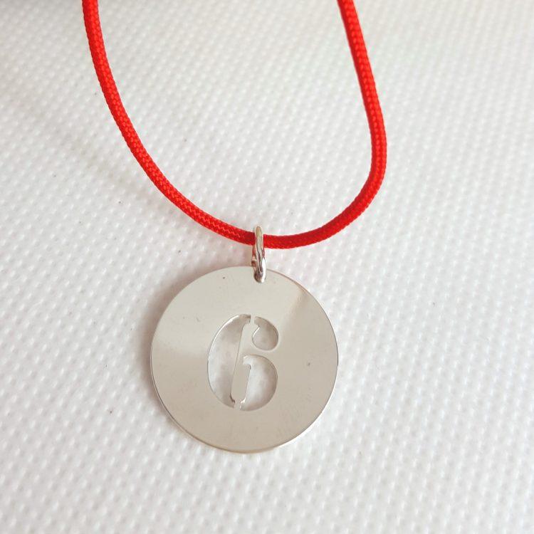 collier médaille chiffre