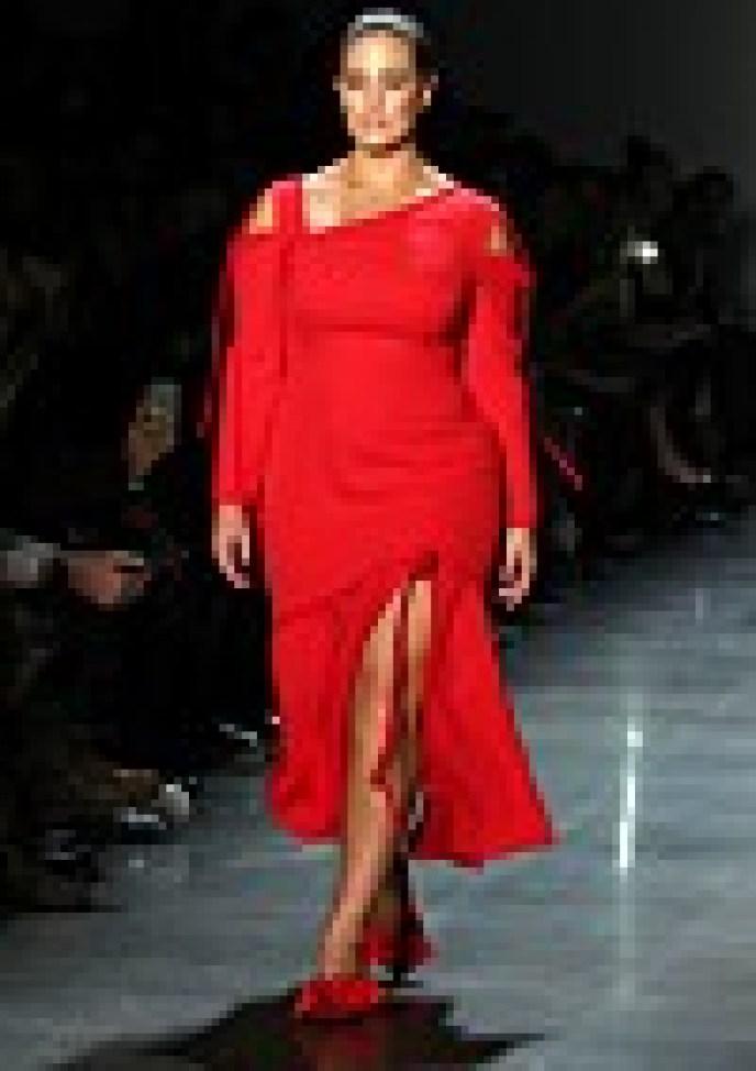 CATWALK: Supermodel Ashley Graham on the catwalk during designer Prabal Gurung's show during New York Fashion Week in February 2018. PHOTO: NTB