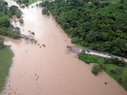 carretera inundada-250x