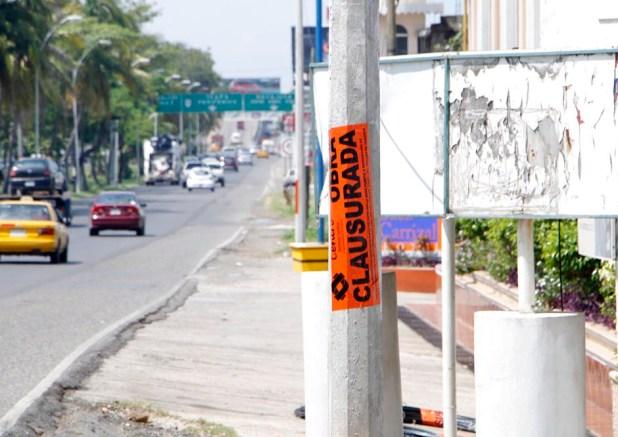 clausura centro trabajos de empresas que deterioran calles y banquetas-5