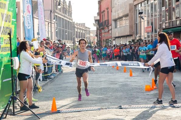 Luis Vazquez ganador varonil MEDIO MARATON ATLETICO UNIVERSITARIO 00 UASL5880.jpg