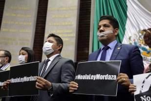 Perredistas protestan en San Lazaro