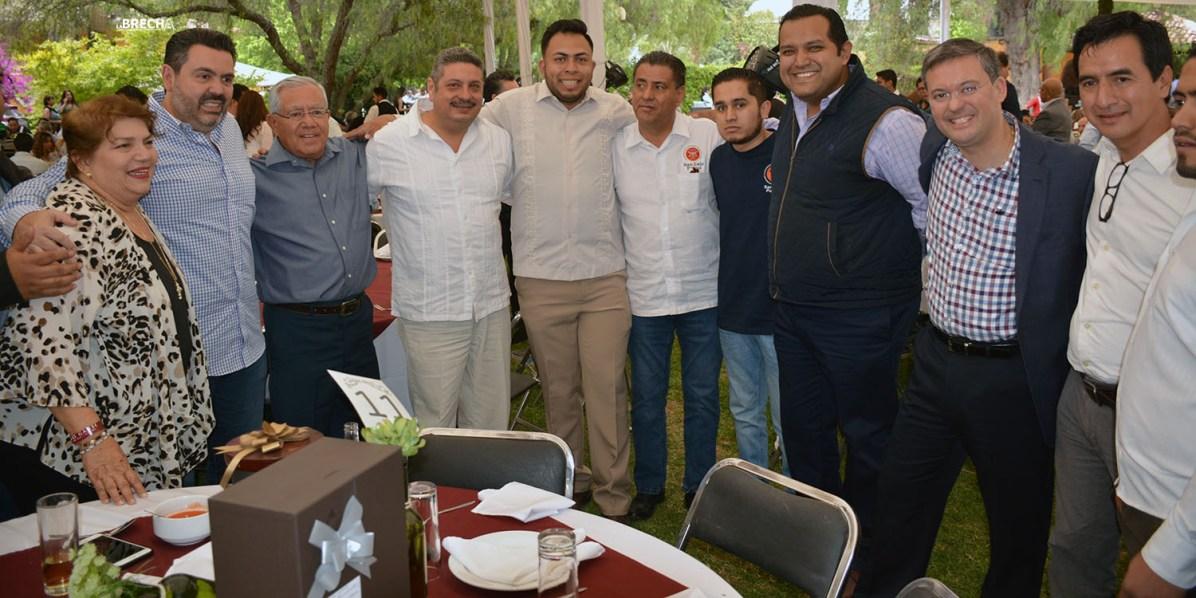 Gabino Morales Celebra 30-amigos-17
