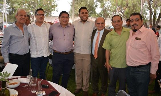 Gabino Morales Celebra 30-amigos-Crescencio de Luna